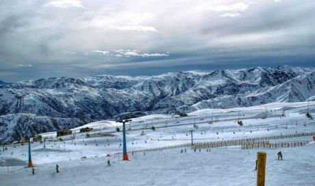 Magasin d'équipement de ski pour location de ski adulte Rossignol aux Aussois